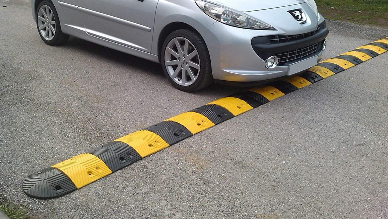 Quản lý giao thông hiệu quả với gờ giảm tốc cao su